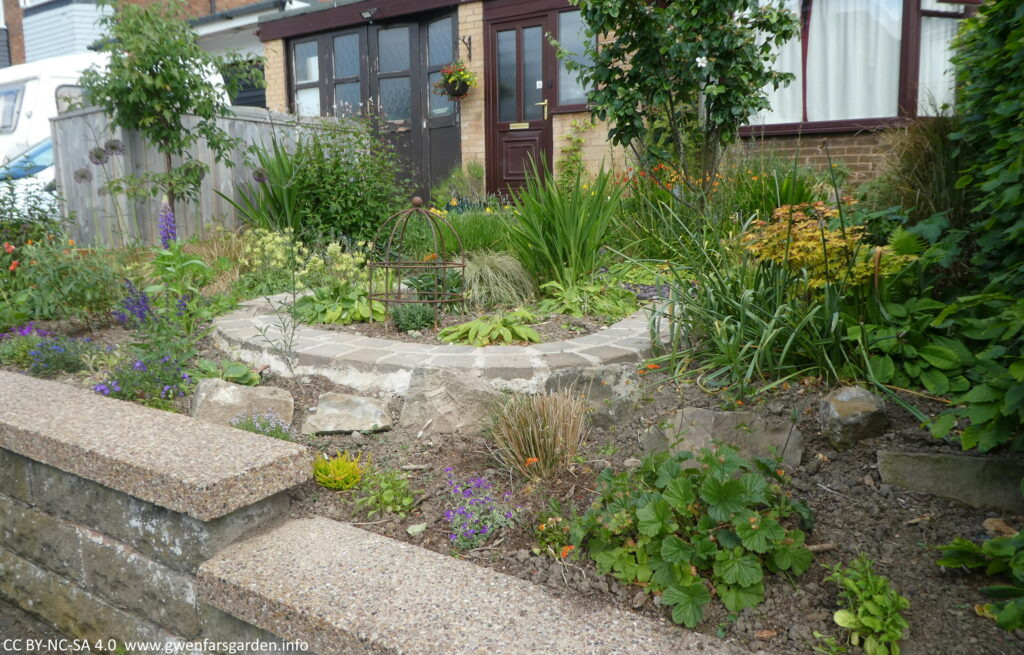 And overview of the garden and the front of the house from the right side of the footpath. It looks a bit bare as the plants were only added recently and it will take time to fill up.